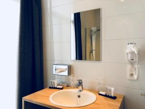 A bathroom at Hotel De Franse Kroon