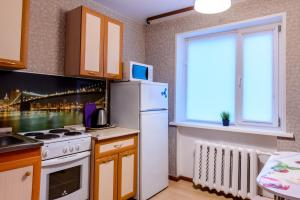 A kitchen or kitchenette at Apartment TwoPillows on Lomonosova 9