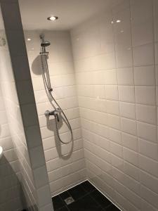 A bathroom at Apartment de Boer