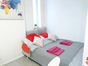 Łóżko lub łóżka w pokoju w obiekcie Elegant Apartment - 7min to Main Square