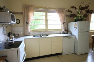 A kitchen or kitchenette at Rostrata Country House