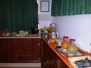 A kitchen or kitchenette at Hotel Traghetto