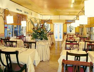A restaurant or other place to eat at Guest House Al Milion