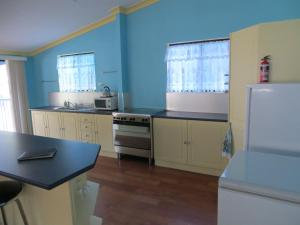 A kitchen or kitchenette at Orchid Beach Retreat Orchid Beach Fraser Island