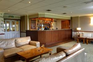 The lounge or bar area at Best Western Preston Garstang Country Hotel and Golf Club