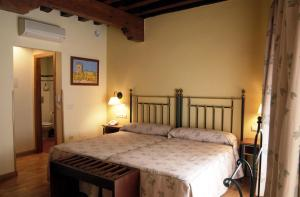 A bed or beds in a room at Hotel Spa La Casa Mudéjar