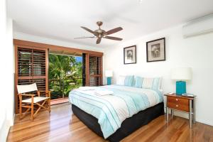 A bed or beds in a room at 2/61 Noosa Parade