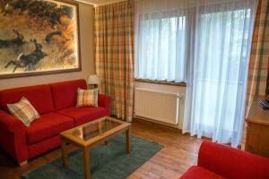 Ein Sitzbereich in der Unterkunft Flair Hotel Hochspessart