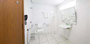 Um banheiro em Matsubara Hotel São Paulo