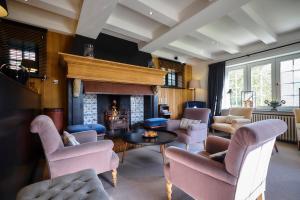 The lounge or bar area at Romantik Manoir Carpe Diem