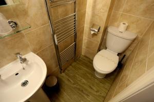 A bathroom at Woodlands