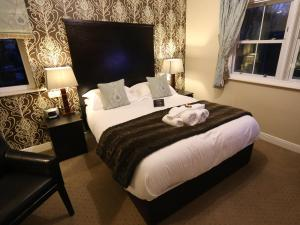 A bed or beds in a room at Woodlands