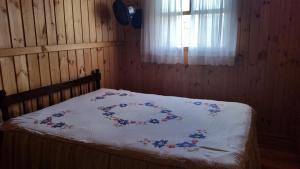 A bed or beds in a room at Casa de madeira em Caxias do Sul
