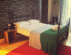 A bed or beds in a room at Vagabonds