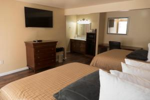 A television and/or entertainment centre at Abram Inn & Suites