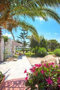 A garden outside BAGHEERA Village Naturiste