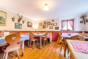 Een restaurant of ander eetgelegenheid bij Berggasthof Butzn Wirt