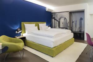 A bed or beds in a room at Hotel Stein - Adults Only