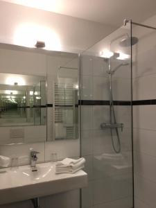 A bathroom at Hotel Rosengarten