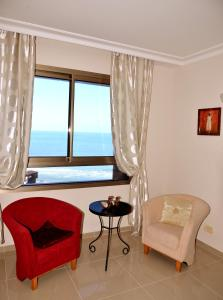 A seating area at Apartment on Haifa