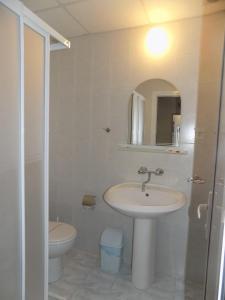 A bathroom at Sirena Hotel
