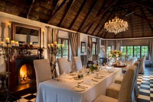 A restaurant or other place to eat at Hunter's Country House