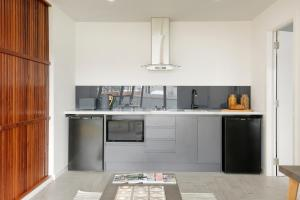 A kitchen or kitchenette at The Beach House North Wollongong