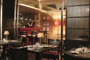 A restaurant or other place to eat at Hotel dei Borgognoni