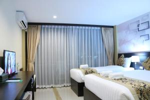 A bed or beds in a room at Sky Beach