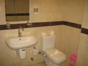 حمام في فندق التونسي