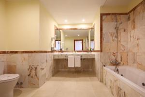 A bathroom at Bahia Principe Sunlight Tenerife
