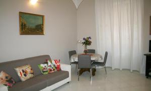 Coin salon dans l'établissement Montebello Apartment - Termini Station