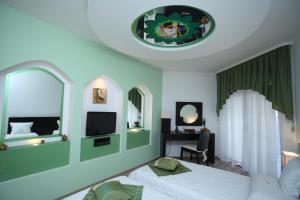 Телевизия и/или развлекателен център в Арт Хотел Нирвана
