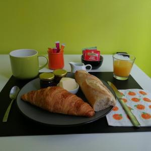 Breakfast options available to guests at We Loft