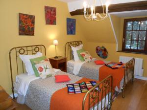 A bed or beds in a room at B&B La Ferme des Bordes