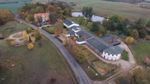 Blick auf Domäne Neu Gaarz Hostel aus der Vogelperspektive