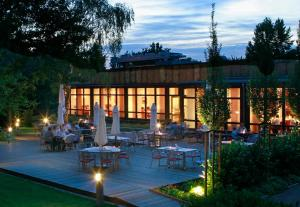 A restaurant or other place to eat at H+ Hotel Bochum