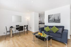A seating area at Gweal House Apartments