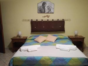 A bed or beds in a room at B&B Paradise
