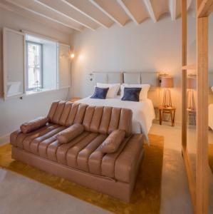 A bed or beds in a room at Raw Culture Art & Lofts Bairro Alto