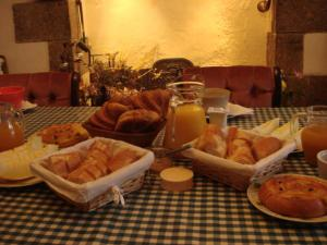 Breakfast options available to guests at Ty Gwennili
