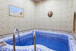 Бассейн в Гостиница Сайран  или поблизости