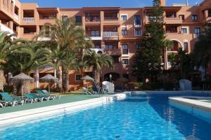 The swimming pool at or near Apartamentos Estrella De Mar