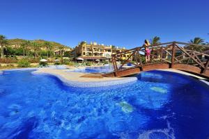Het zwembad bij of vlak bij Pierre & Vacances Village Bonavista de Bonmont