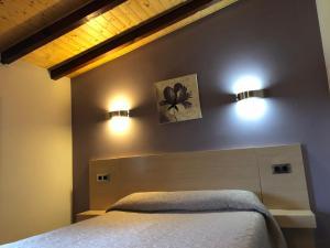 A bed or beds in a room at Hotel Costa San Juan De La Canal