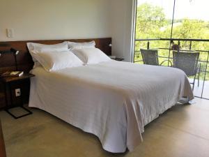 Cama ou camas em um quarto em Latitude Lodge