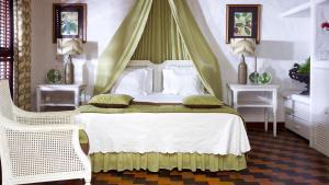 A bed or beds in a room at Casa de São José Hotel de Charme