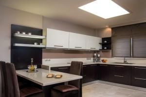 A kitchen or kitchenette at Callista Luxury Residences
