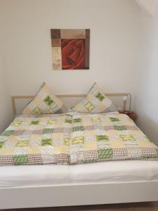 Ein Bett oder Betten in einem Zimmer der Unterkunft Ferienwohnung im Paulusviertel