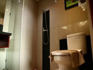 Kamar mandi di Watu Dodol Hotel & Restaurant